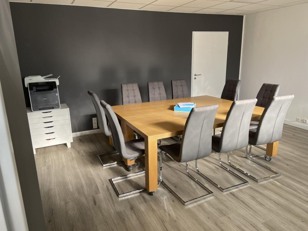 Wedel-Workspace-Flexible-Arbeitsplätze-Büro-Konferenztisch-Drucker